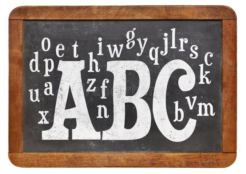 ABC und Alphabet auf Tafel stockfoto