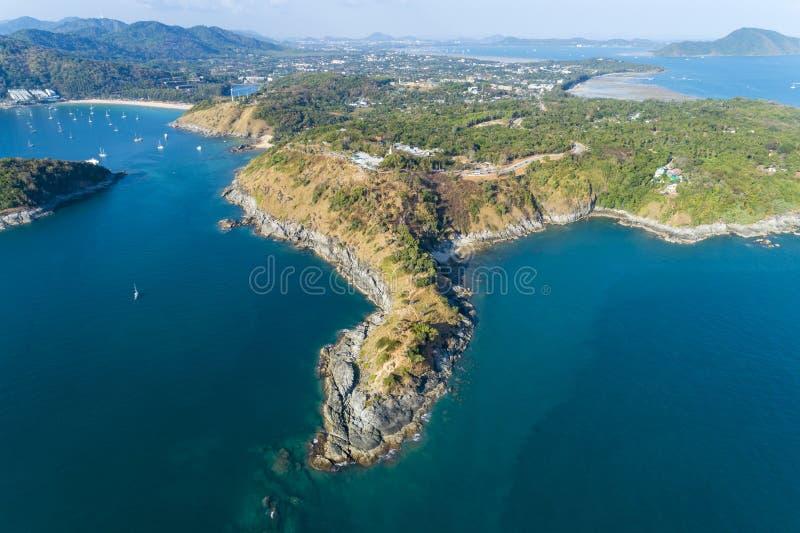 Abejón de la visión aérea tirado del cabo del promthep del laem, mar de andaman hermoso del paisaje en la estación de verano, phu foto de archivo