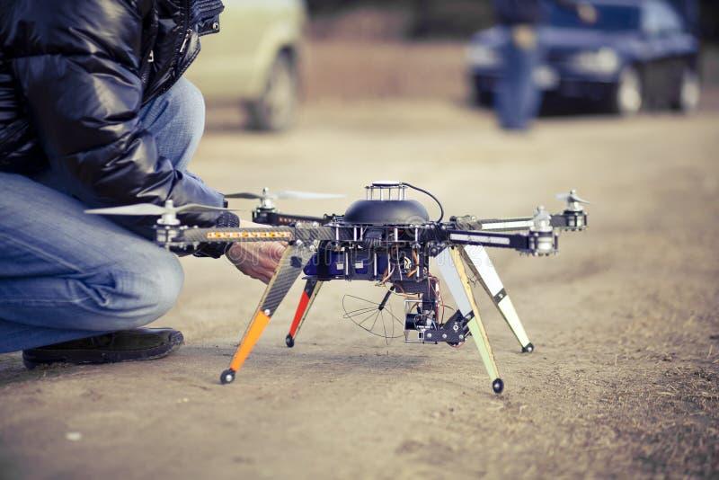 Abejón de Quadrocopter listo al despegue imágenes de archivo libres de regalías