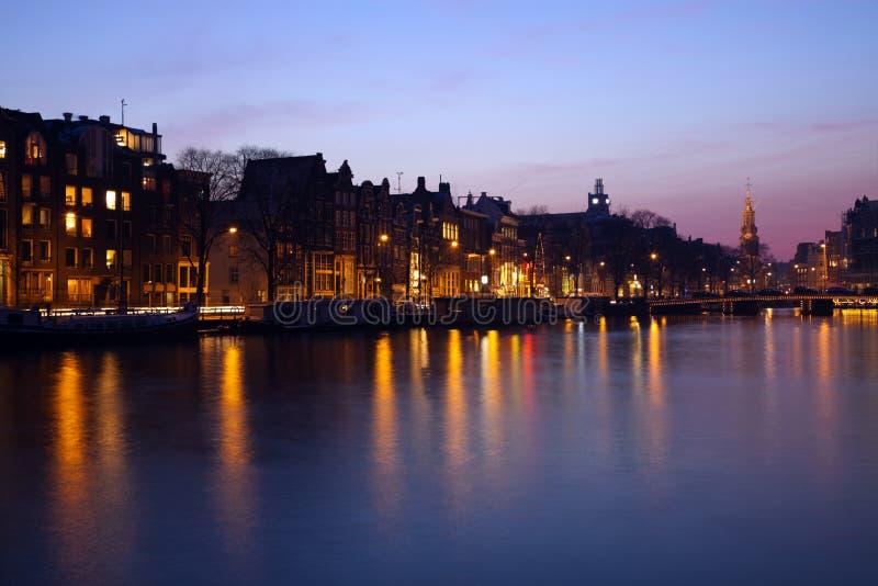 Abend in Amsterdam lizenzfreie stockbilder