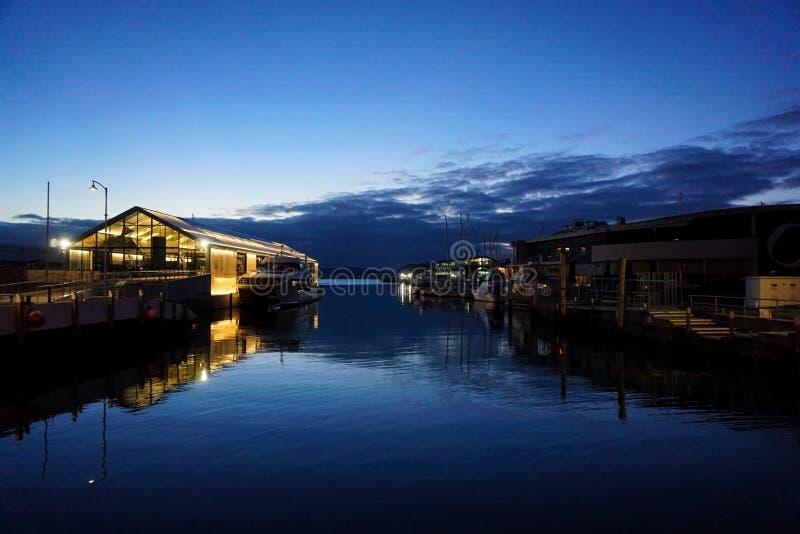 Abend auf dem Hafen stockfotos