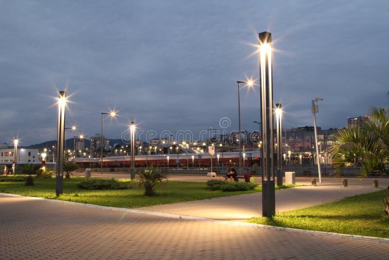 Abend auf den Küste Laternen mit schönen Lichtern lizenzfreies stockbild