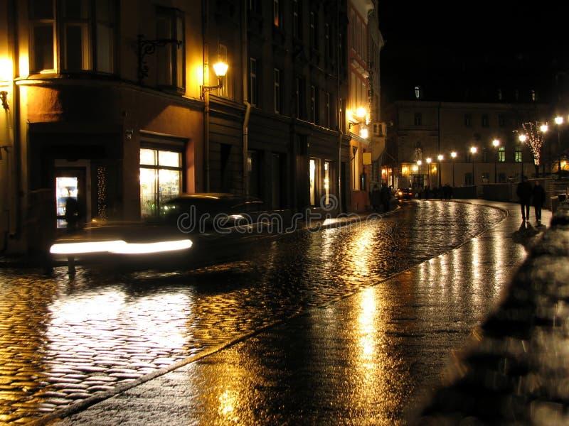 Abend in der Stadt stockbild