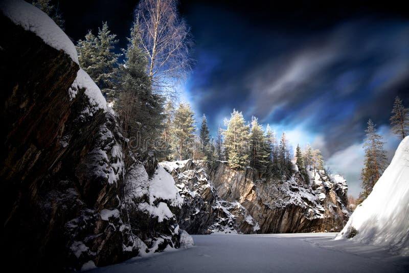 Abend in der Winterjahreszeit auf Marmorsnowy-Berg lizenzfreies stockfoto