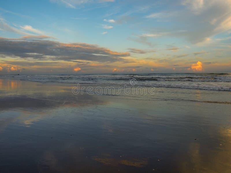 Abend-Glühen am atlantischen Strand, North Carolina lizenzfreie stockfotografie
