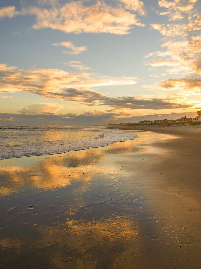Abend-Glühen am atlantischen Strand, North Carolina stockfotografie