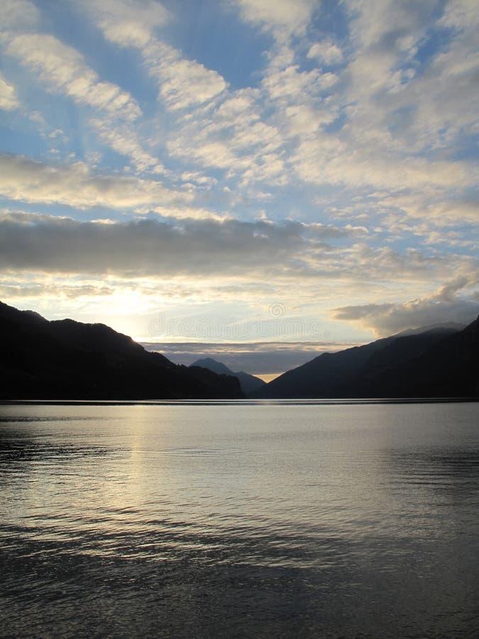 Abend am See: Walensee, die Schweiz stockfotografie