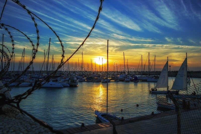 Abend-Yachtclub in Aschdod stockbilder