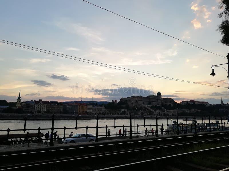 Abendansicht über Budapest-Schloss lizenzfreies stockbild