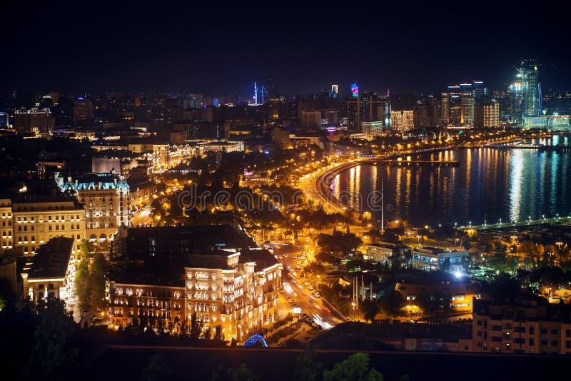 Abendansicht von Baku stockfotos