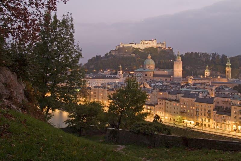 Abendansicht von Salzburg stockbilder