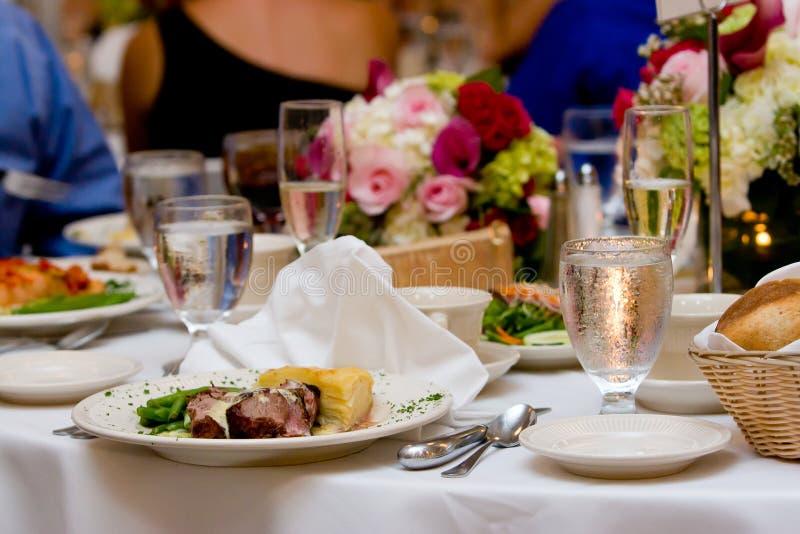 Abendessen auf einer Platte lizenzfreie stockfotos