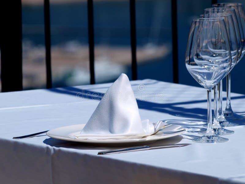 Abendessen auf Terrasse stockbild