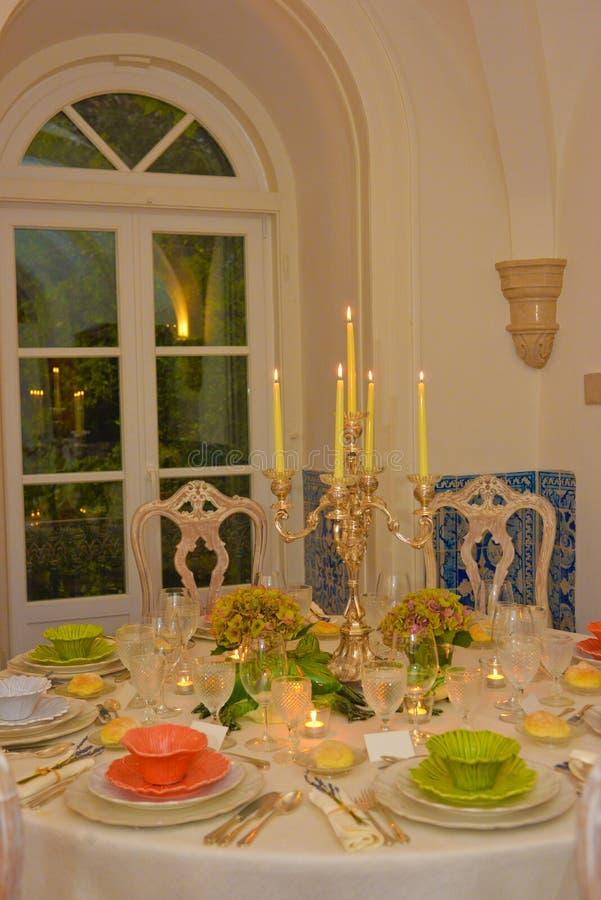 Abendessen, Bankettisch-Dekoration, Hochzeit oder Geburtstags-Ereignis stockbild