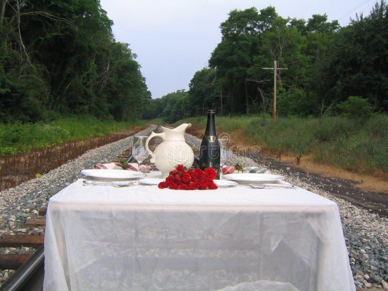 Abendessen an den Bahnen stockbild
