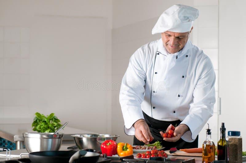 Abendessenvorbereitung an der Gaststätte lizenzfreie stockbilder