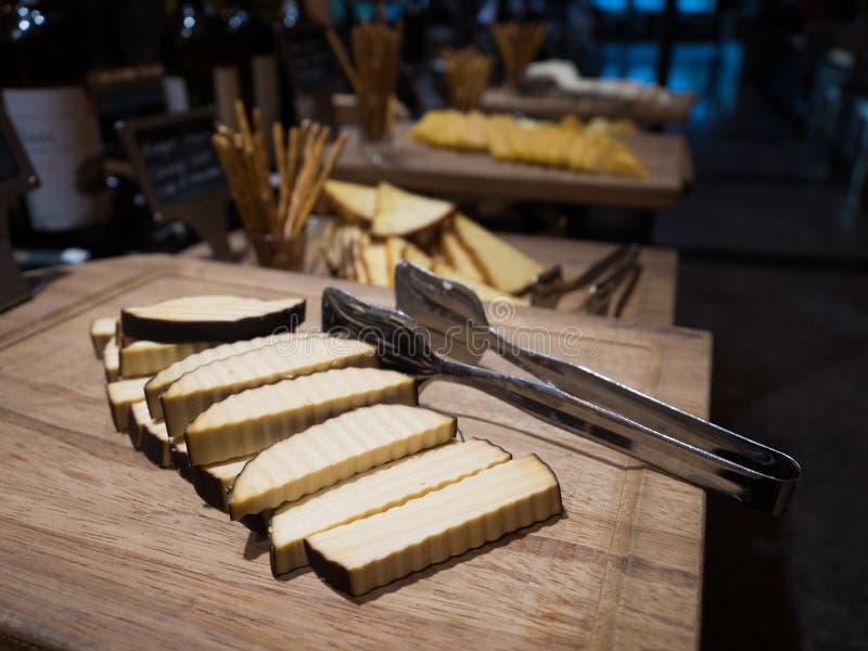 Abendessenzeit in allem einschlie?lichen F?nf-Sternehotel lizenzfreie stockfotografie