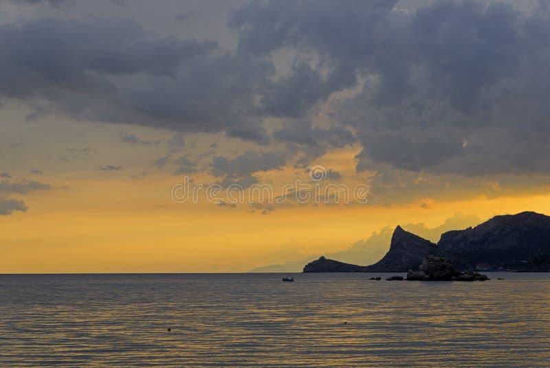Abendhimmel über dem Schwarzen Meer krim stockbild