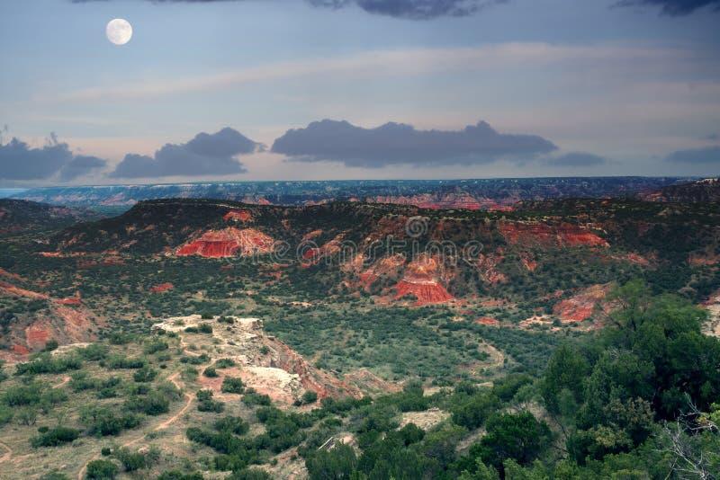 Abendhimmel mit Mond in der Schlucht Palo Duro Nationalpark, Texas stockbilder
