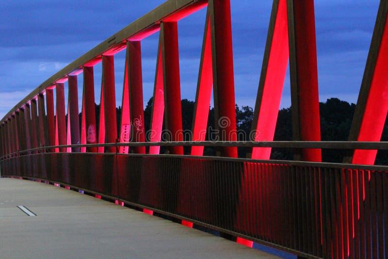 Abendlicht bei Parkbrücke mit zwei Flüssen lizenzfreie stockbilder