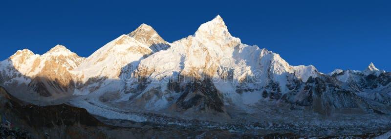 Abendpanoramablick des Mount Everests von Kala Patthar lizenzfreie stockfotografie