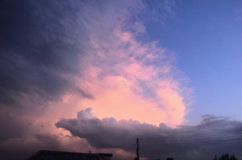 Abends View mit Cloud in Sky Himachal Pradesh Indien stockbild