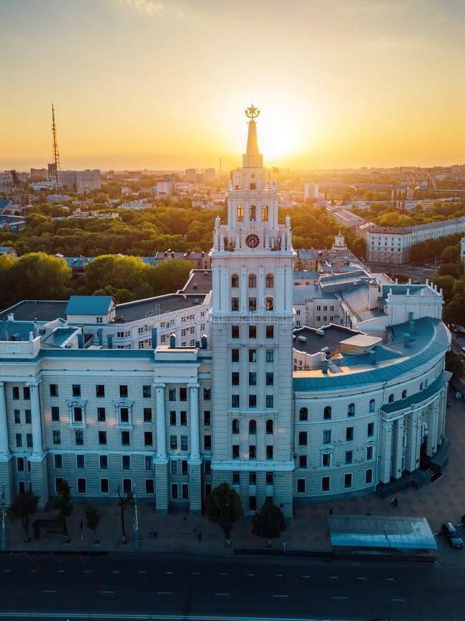 Abendsommer Voronezh Turm des Managements der S?dosteisenbahn stockbild