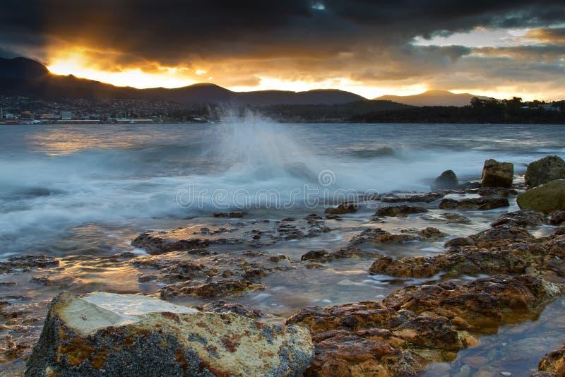 Abendstrand Tasmanien lizenzfreie stockbilder