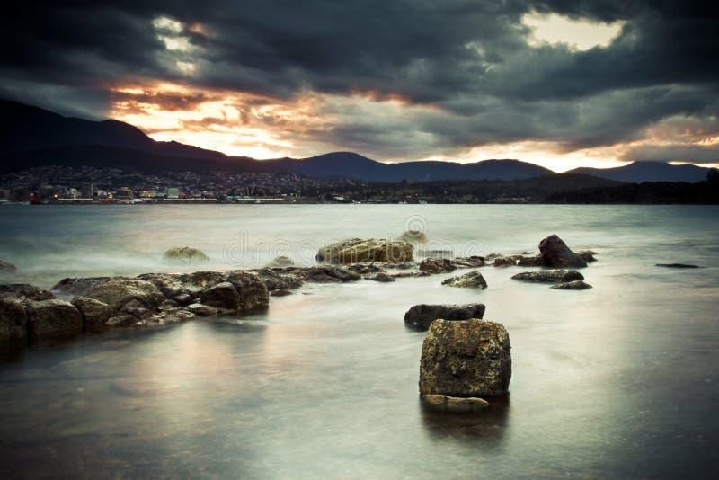 Abendstrand Tasmanien stockbild