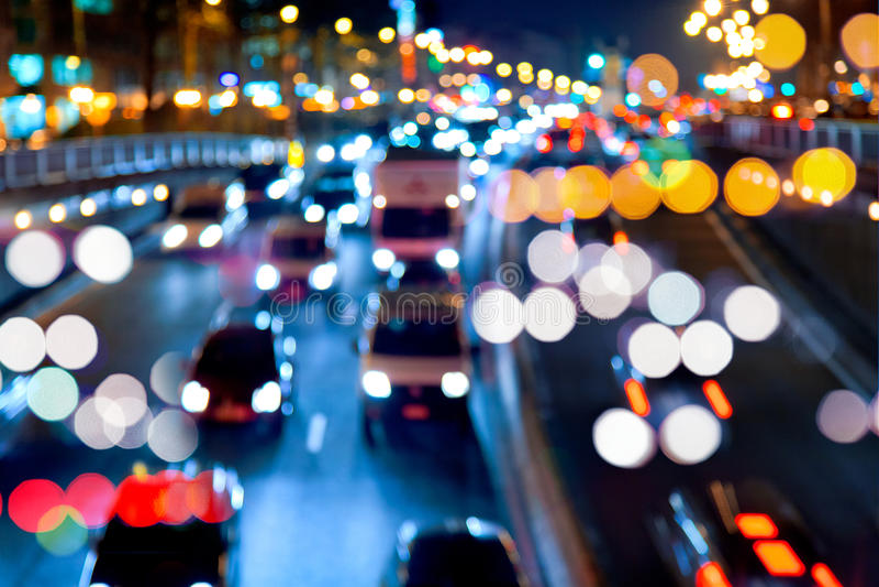 Abendverkehr. Die Stadtleuchten. lizenzfreies stockfoto