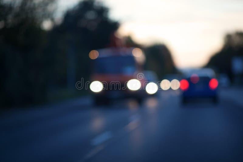 Abendverkehr unscharf lizenzfreies stockfoto