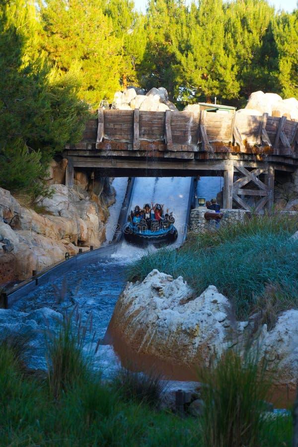 Abenteuer-Graubär-Fluss-Lauffahrt Disneylands Kalifornien stockfotografie