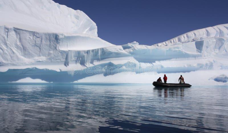 Abenteuer-Touristen in Antarktik stockbilder