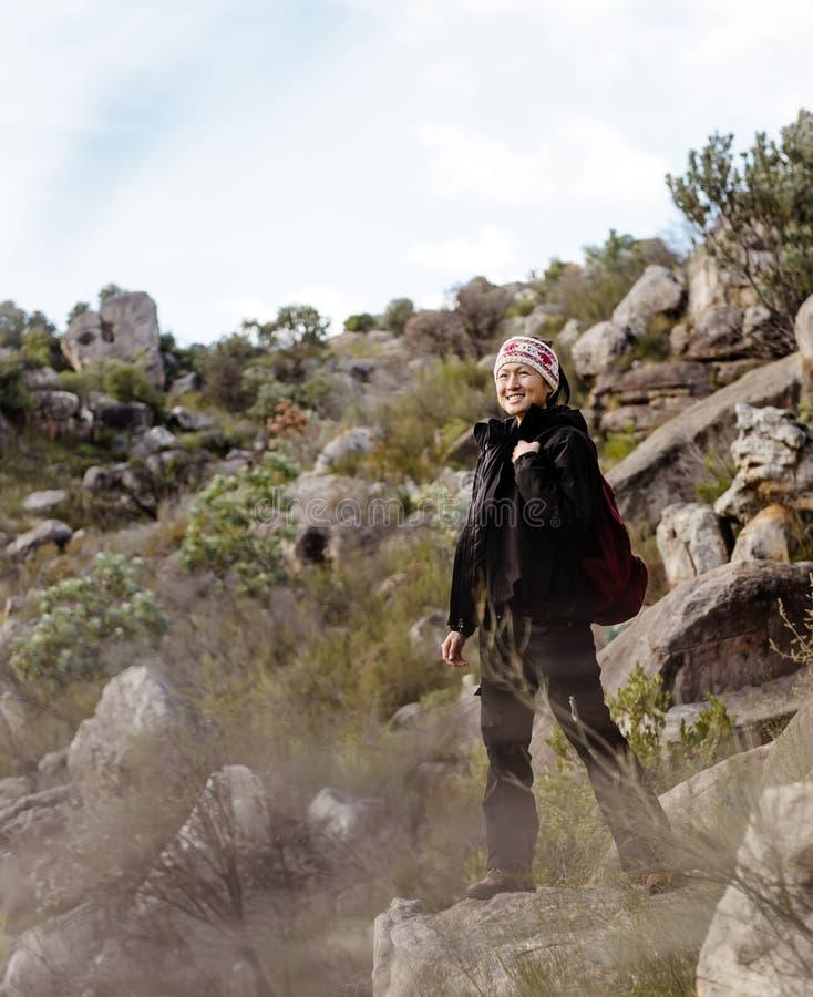 Abenteuerasiatfrau lizenzfreie stockbilder