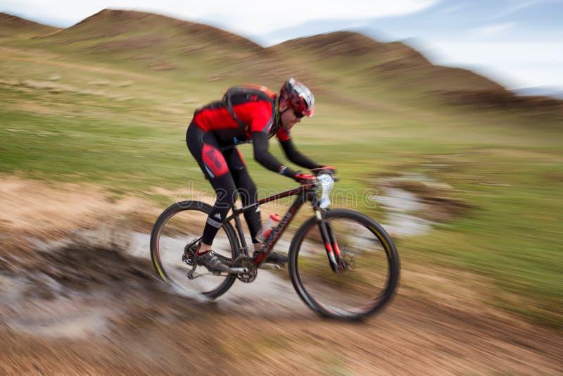 Abenteuermountainbike-Querfeldeinmarathon lizenzfreie stockfotografie