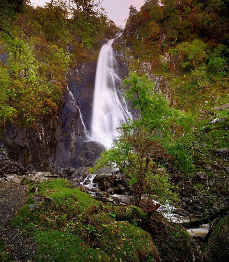 aber abergwyngregyn carneddau spadek góry zbliżać północną uk wioskę Wales zdjęcia royalty free