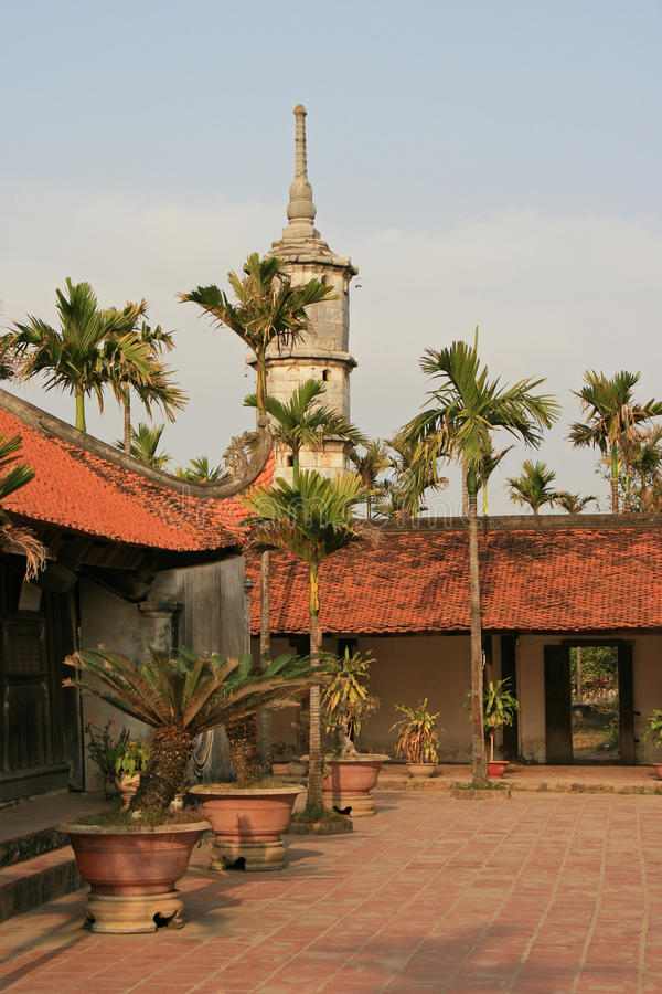Aber Thap-Pagode - Nord-Vietnam lizenzfreies stockfoto