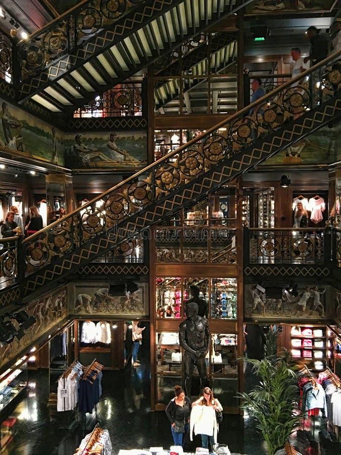 Abercrombie y Fitch Paris imagenes de archivo