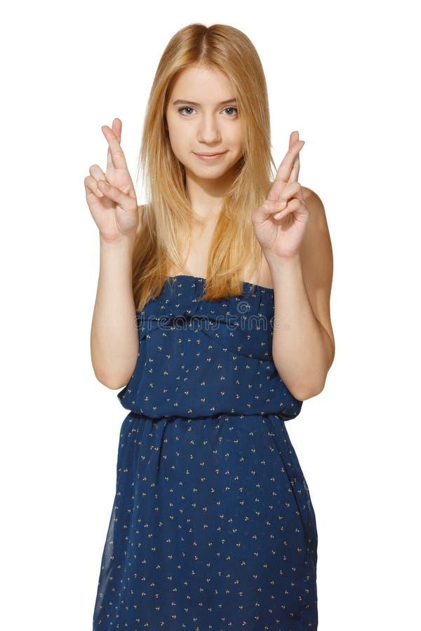 Abergläubische junge Frau mit den gekreuzten Fingern stockfoto