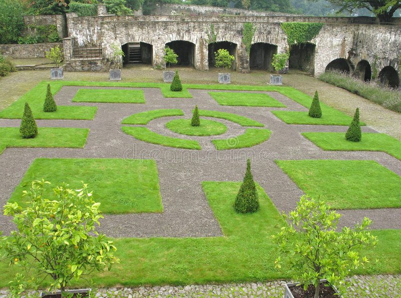 aberglasneycloisterträdgård uk wales royaltyfria foton