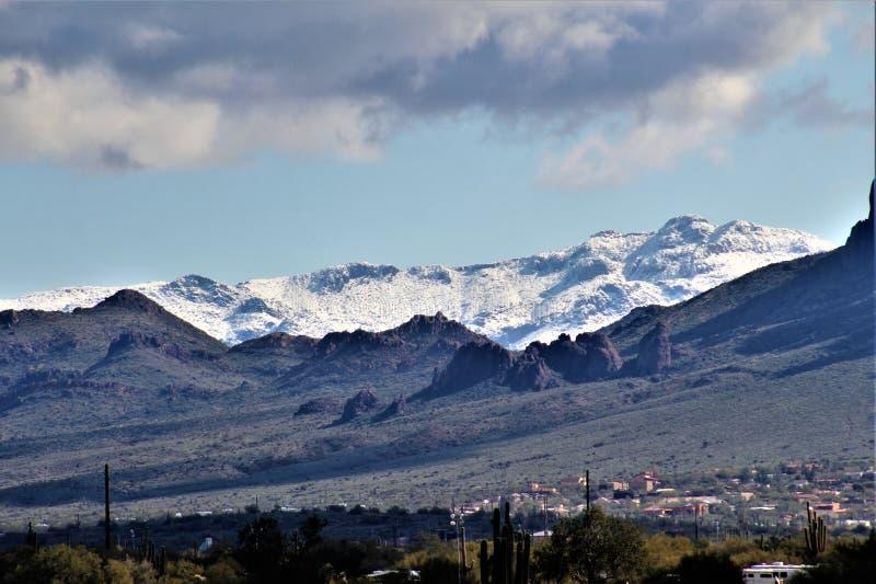 Aberglaube-Berge Arizona, Tonto-staatlicher Wald, Apache-Kreuzung, Arizona, Vereinigte Staaten lizenzfreie stockfotografie