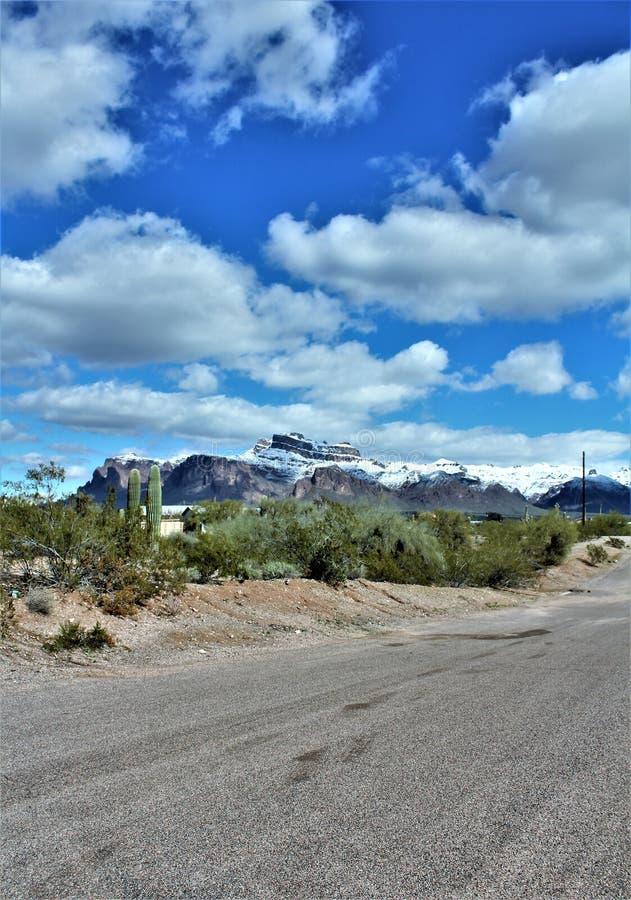 Aberglaube-Berge Arizona, Tonto-staatlicher Wald, Apache-Kreuzung, Arizona, Vereinigte Staaten lizenzfreies stockbild