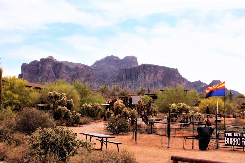 Aberglaube-Gebirgsmuseum, Apache-Kreuzung, Arizona lizenzfreie stockfotos