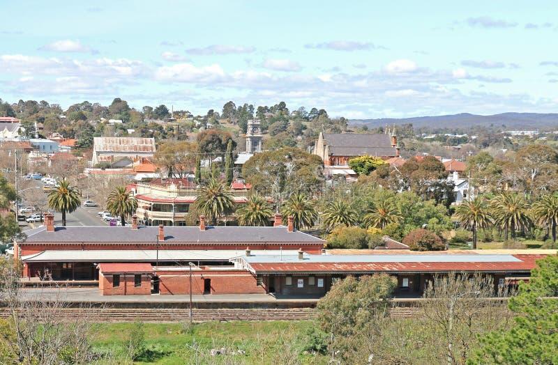 Aberta o 21 de outubro de 1862, a estação de trem de Castlemaine é situada na linha de Bendigo e tem três plataformas operacionai imagens de stock royalty free