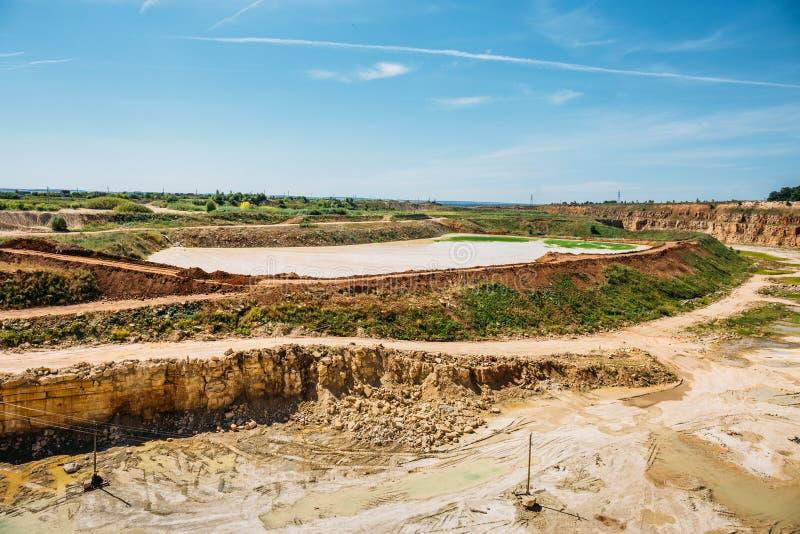 Aberto - pedreira da mineração da pedra calcária do molde fotos de stock royalty free