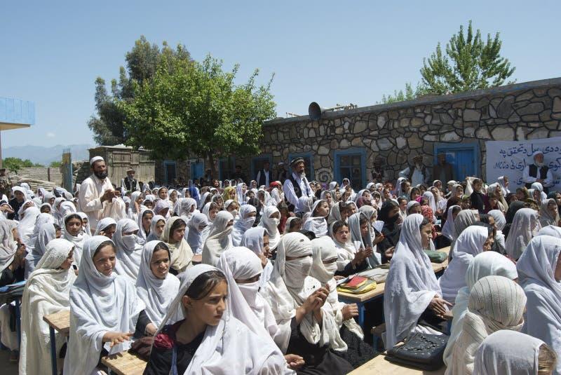 Abertura afegã da escola da menina foto de stock royalty free
