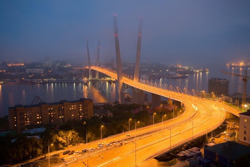 Abertura da ponte de suspensão em Vladivostok imagem de stock