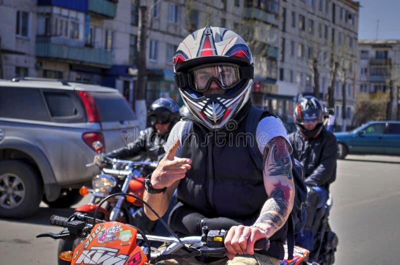 Abertura de la estación de la motocicleta fotos de archivo
