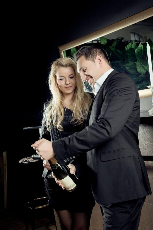 Abertura do vinho imagens de stock royalty free