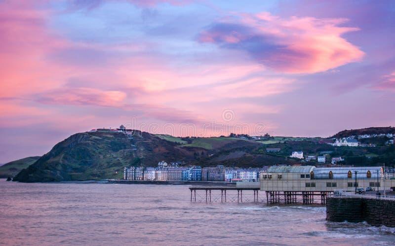 Aberystwyth au coucher du soleil images stock